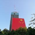 深圳这面国旗比半个标准足球场还大