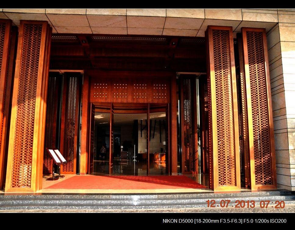 16.曼湾酒店正门入口.jpg