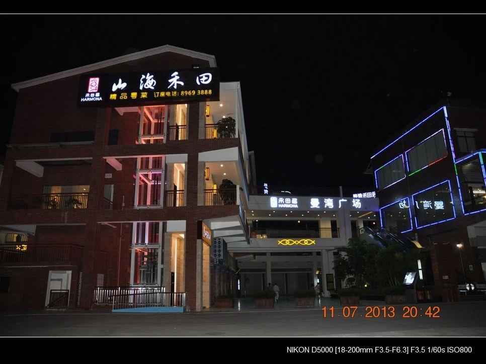 38.酒店外围环境夜景.jpg