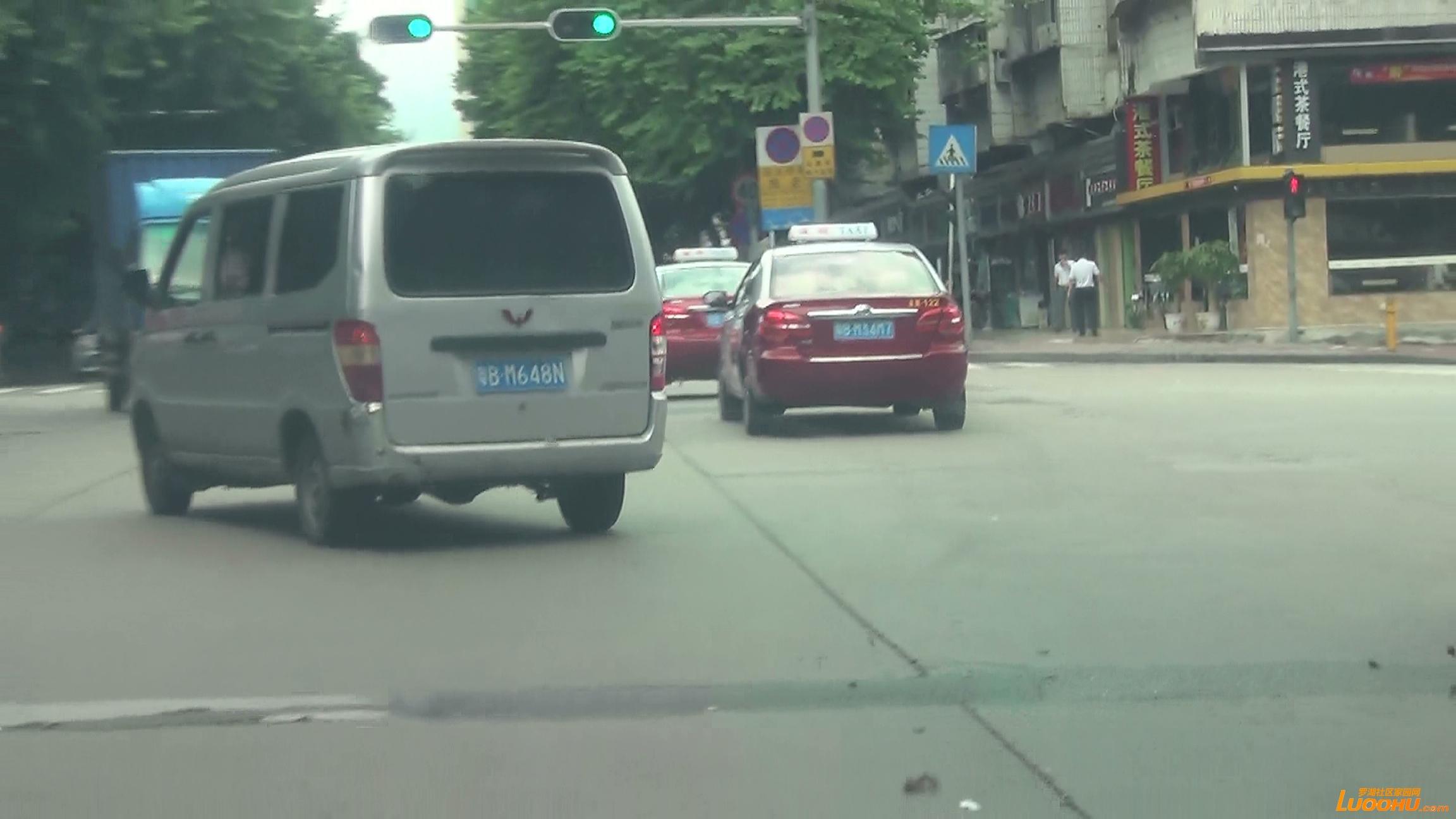 太白路西往东粤BM648N 进入右转车道后左转弯 (4).jpg