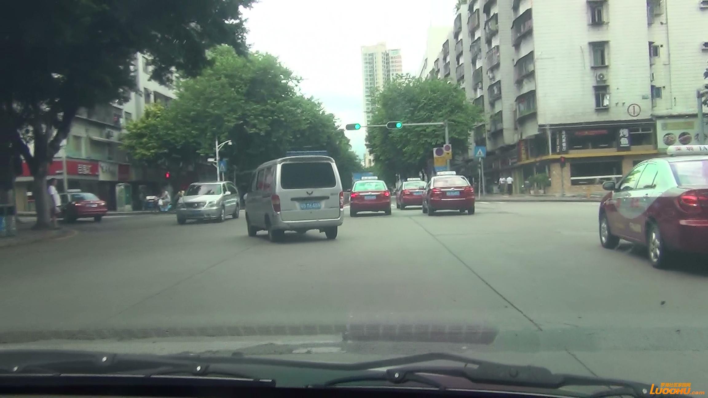 太白路西往东粤BM648N 进入右转车道后左转弯 (5).jpg