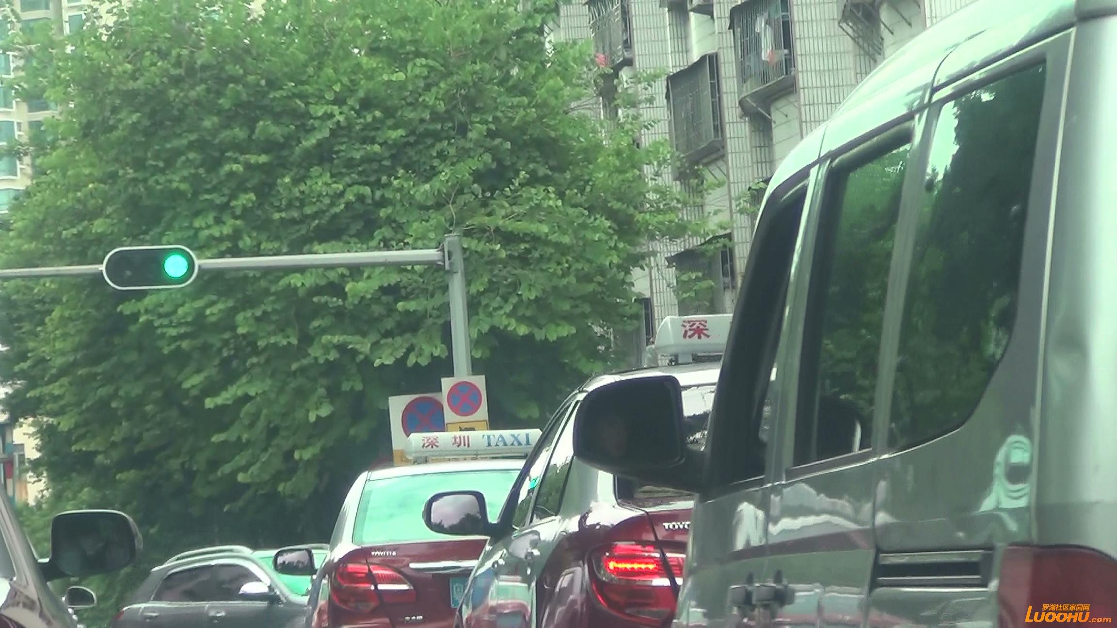 太白路西往东粤BM648N 进入右转车道后左转弯 (6).jpg