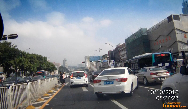 红岭北路北行桃园路口(粤BX9M97)跨实线变道03.jpg