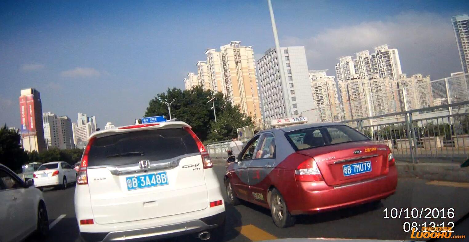 笋岗路西行笋岗铁路跨线桥上(粤B7MU79)高峰时段行走公交车道01.jpg