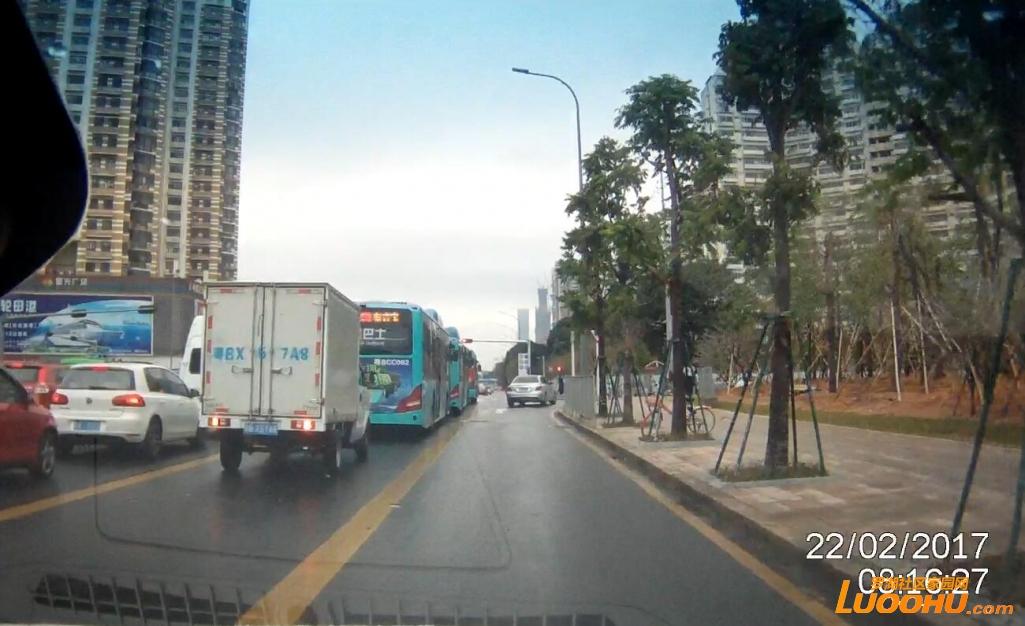 2017-2-22  笋岗路西行红岭路口(粤BX57A8)高峰时段占用公交车道01.jpg
