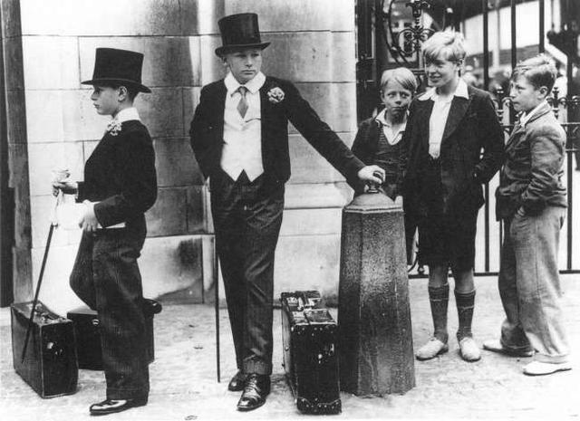 1937年,英国实施的分班制度。