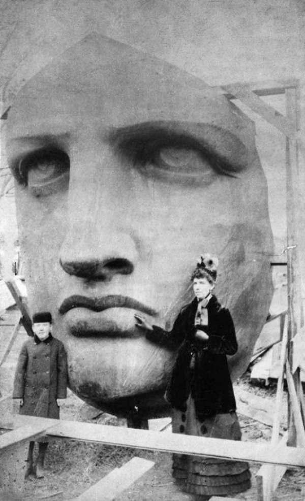 1885年,自由女神像从箱中现身。