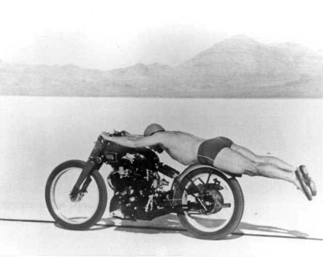1948年,这名男子以这样的姿势刷新了世界的速度纪录。