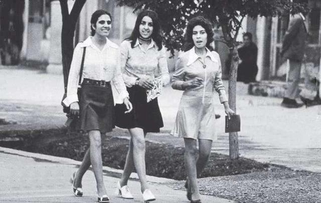 1970年代阿富汗首都喀布尔的年轻女性。