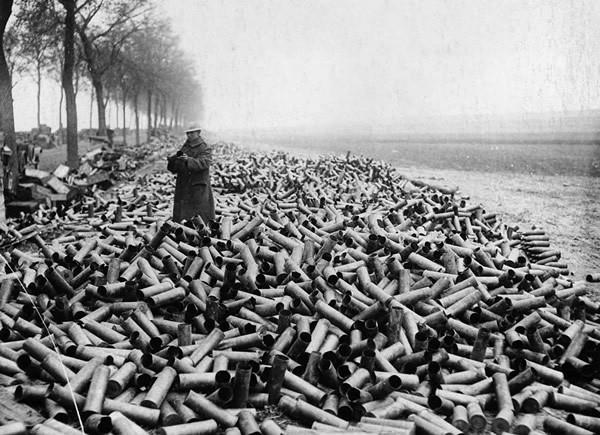1916年德国,满地的炮弹壳