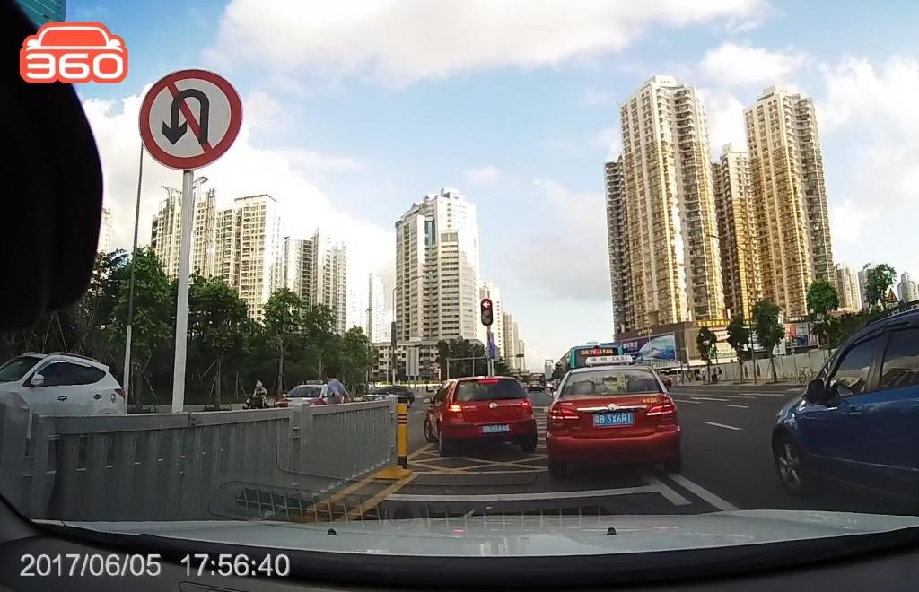 红岭北路南行笋岗路口(粤BH344U)在禁止掉头路口掉头01.jpg