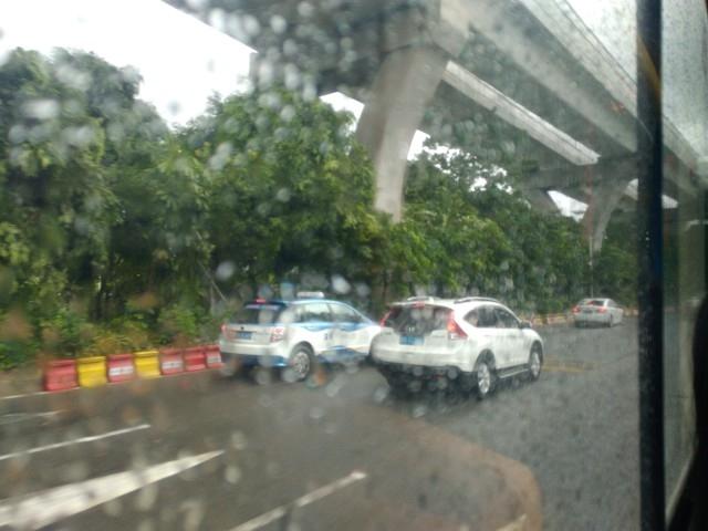 今天趁着深圳的台风暴雨,再次考察布吉海关堵车情况:从今天早上8点钟开始,在东站乘坐大巴车到东门,一路上 ...
