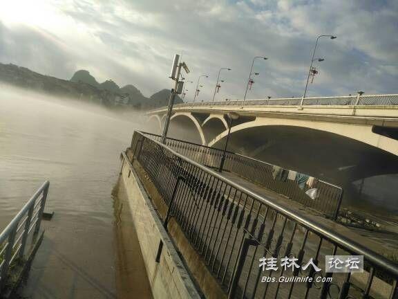 朝霞中的解放桥2.jpg