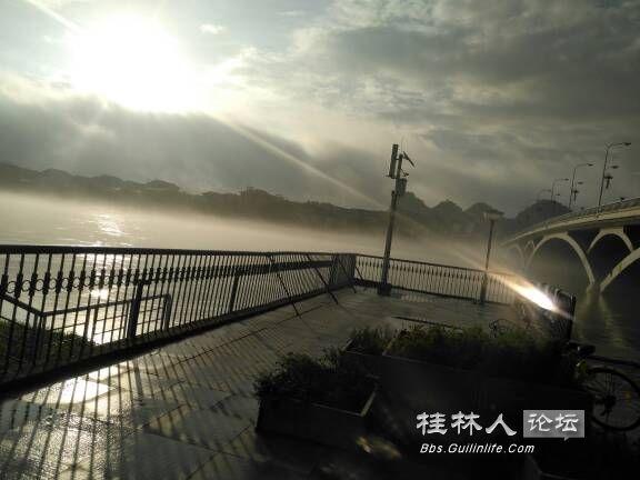 朝霞中的解放桥1.jpg