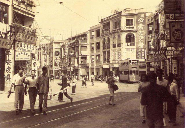 德輔道中永樂街交界