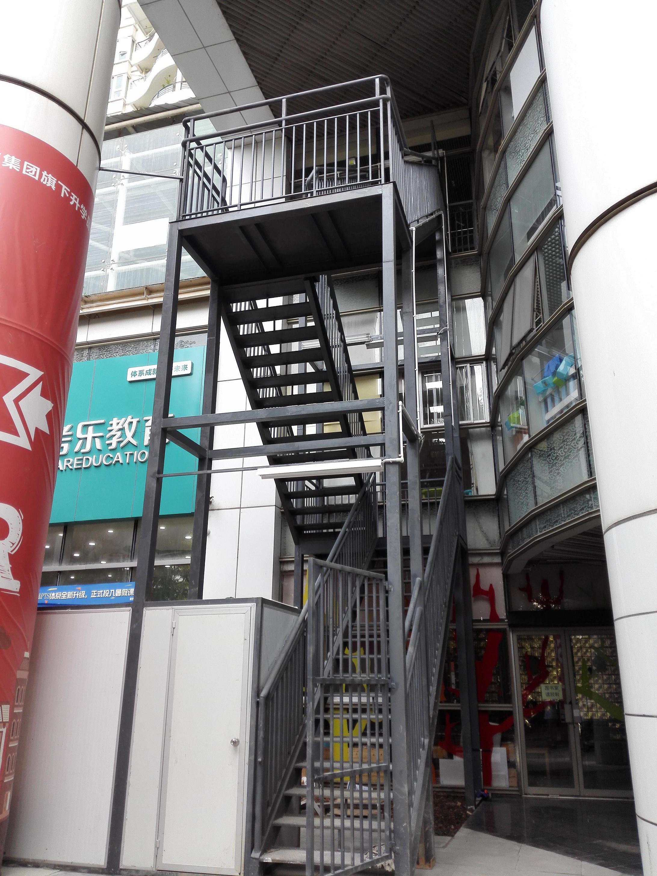 违建铁楼梯