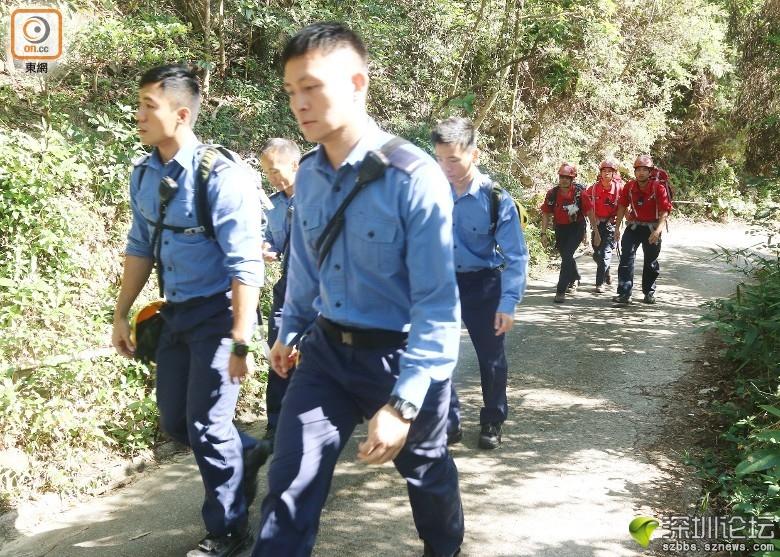 消防員及民安隊展開搜索。(趙瑞麟攝)