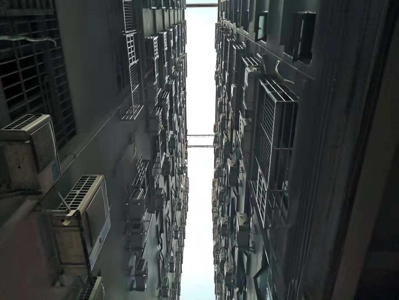 楼与楼间隔不过十米