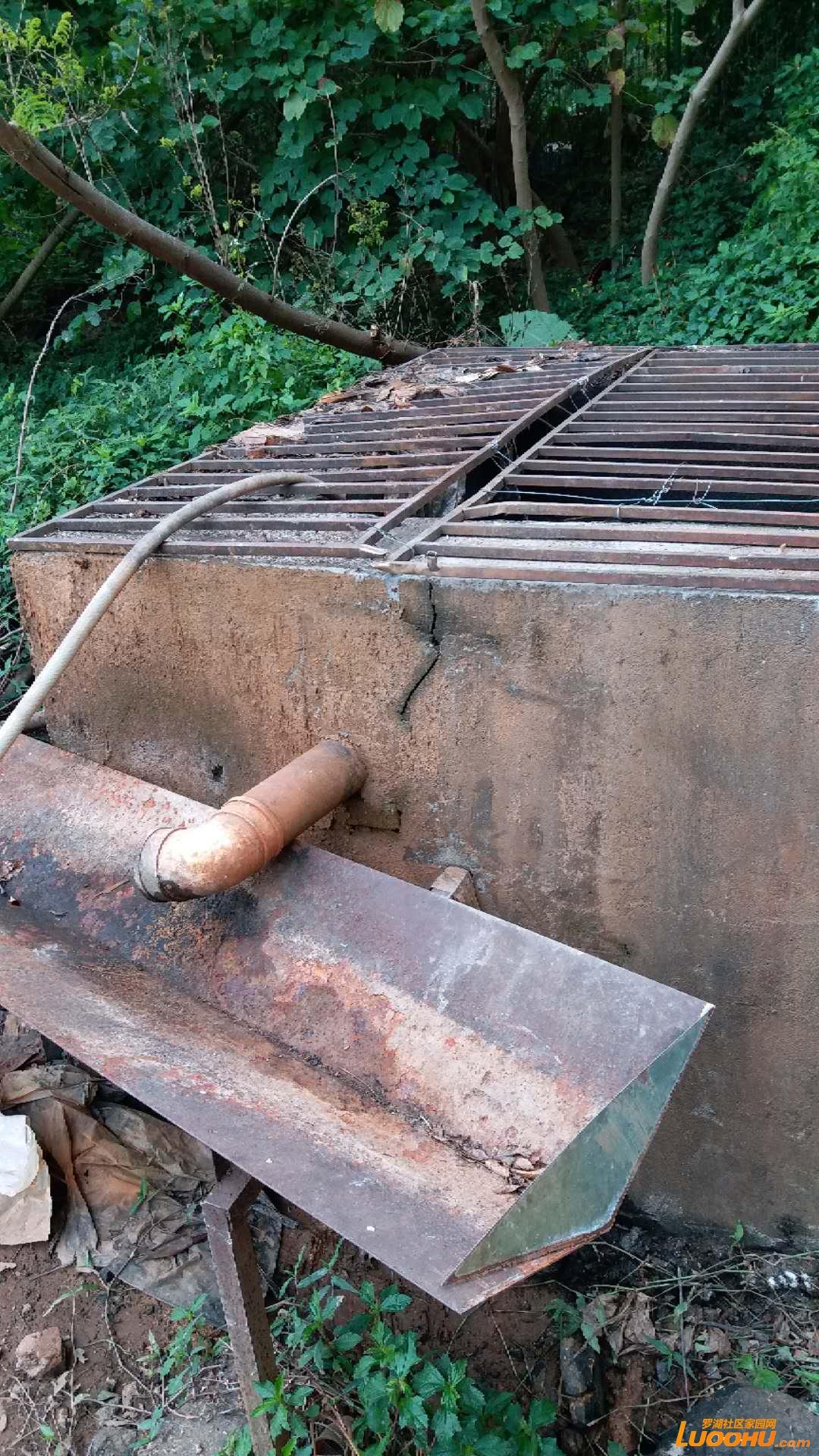 干涸的水塘水道和管道