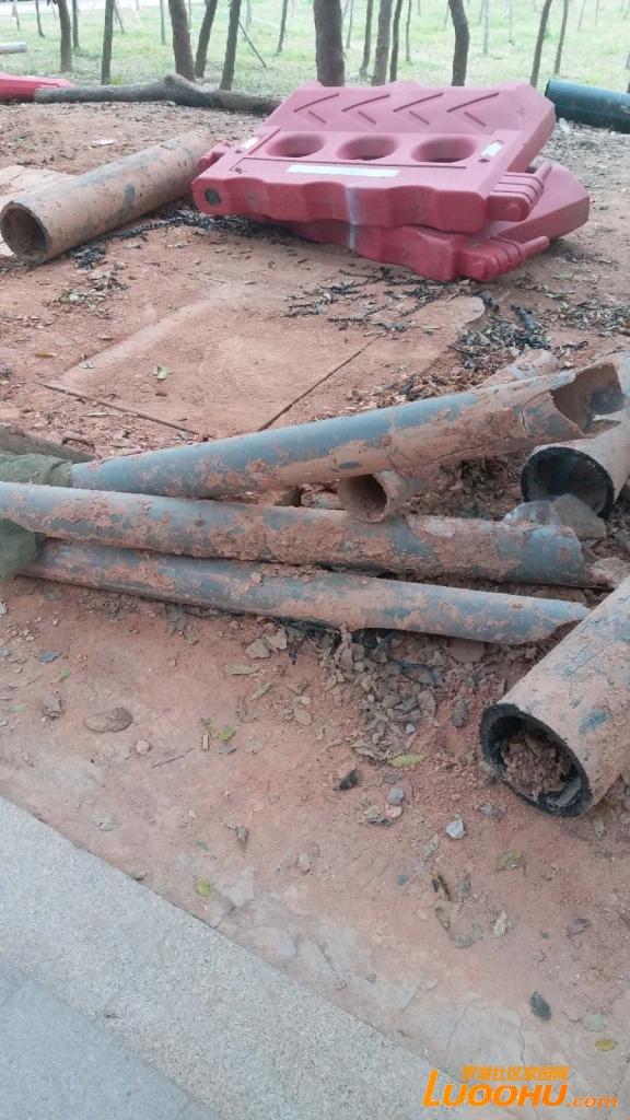 这是从地下打出来的原来的输水管