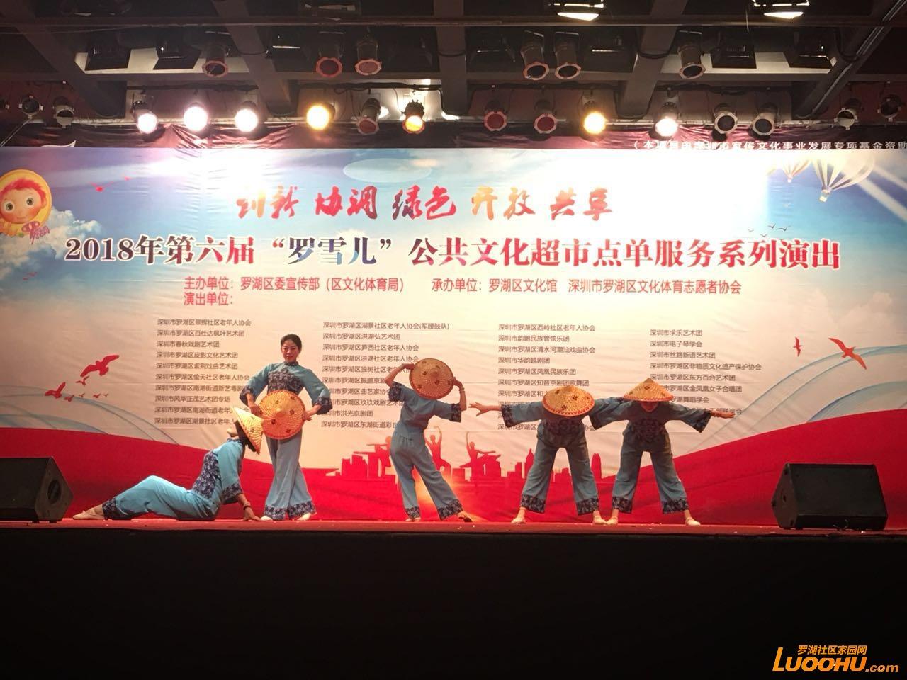 东湖公园群舞.jpg
