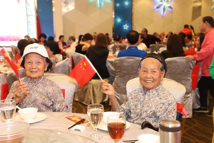 9旬姐妹花参加老年协会的活动.JPG