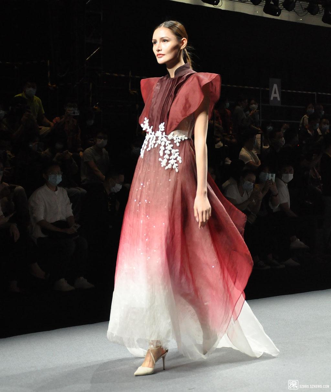 DSC_1021红衣外国模特.JPG