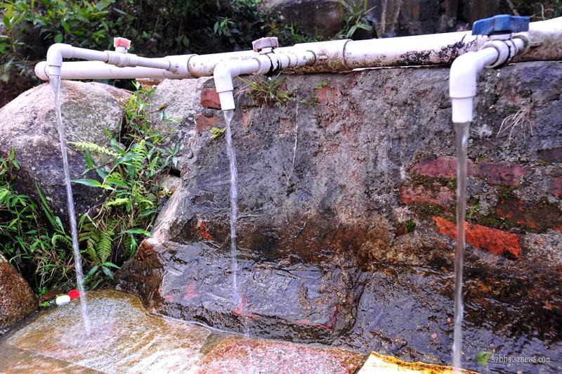 山上的泉水