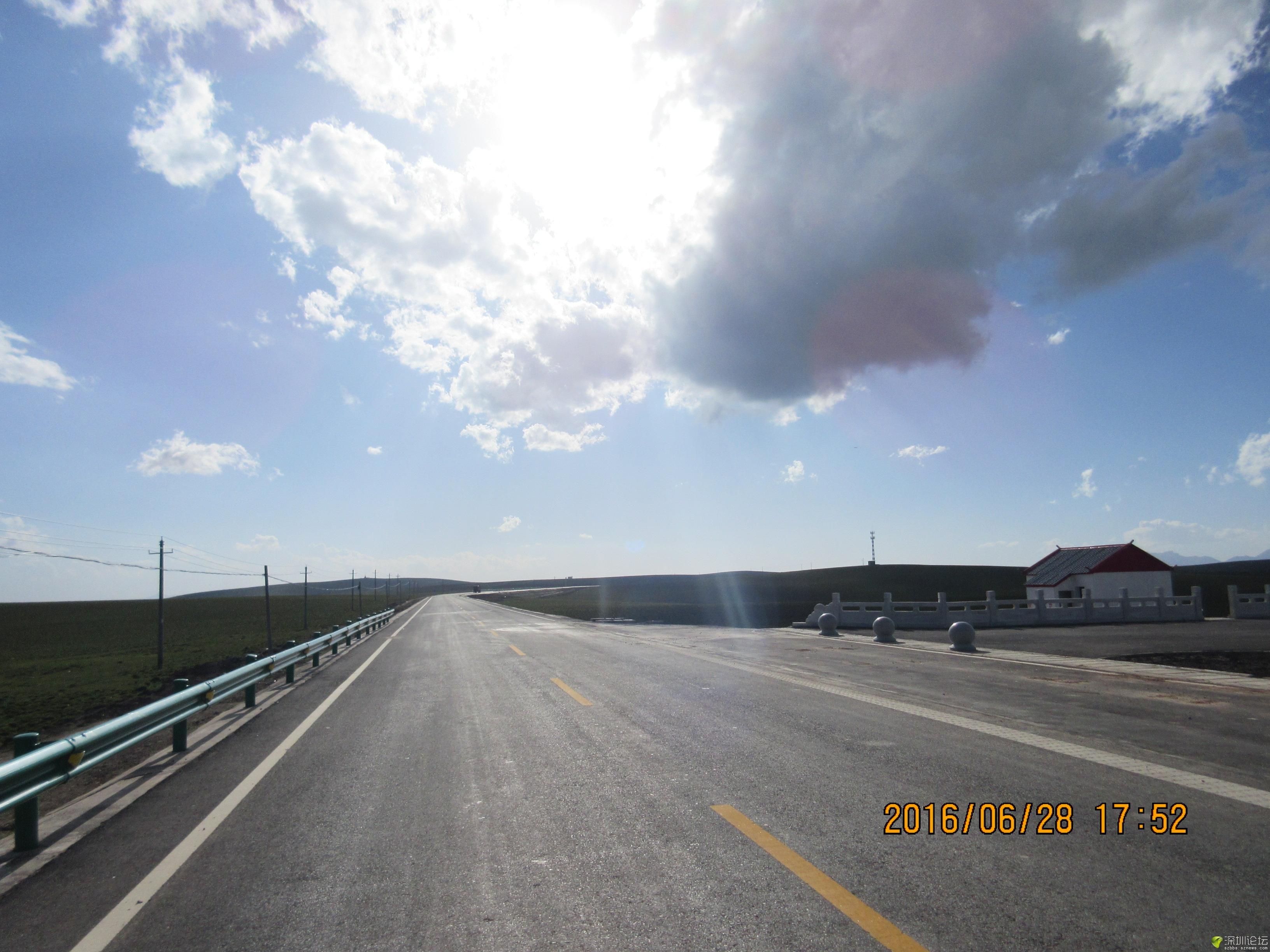 高速贯穿草原