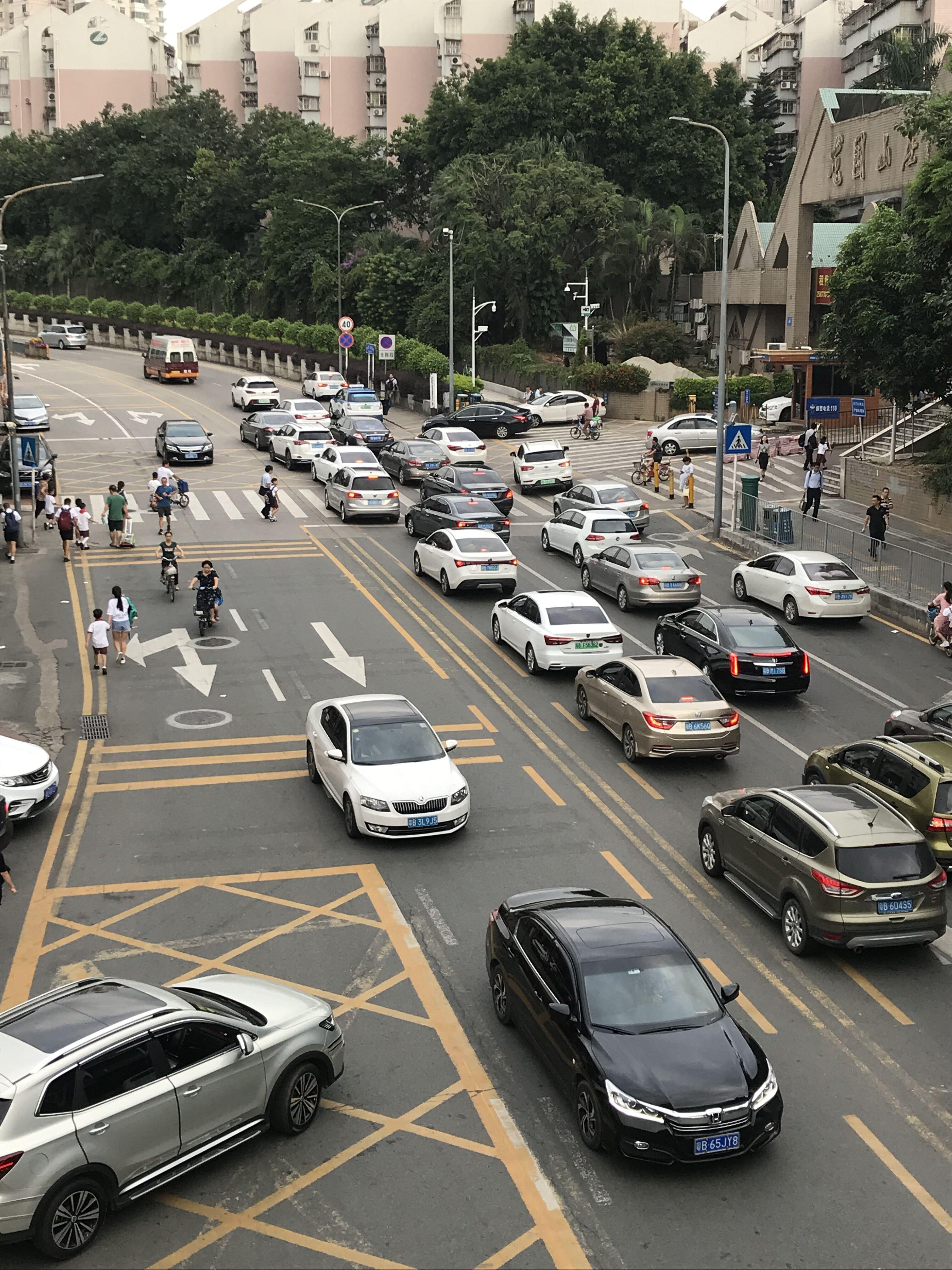 人车混行,交通秩序混乱