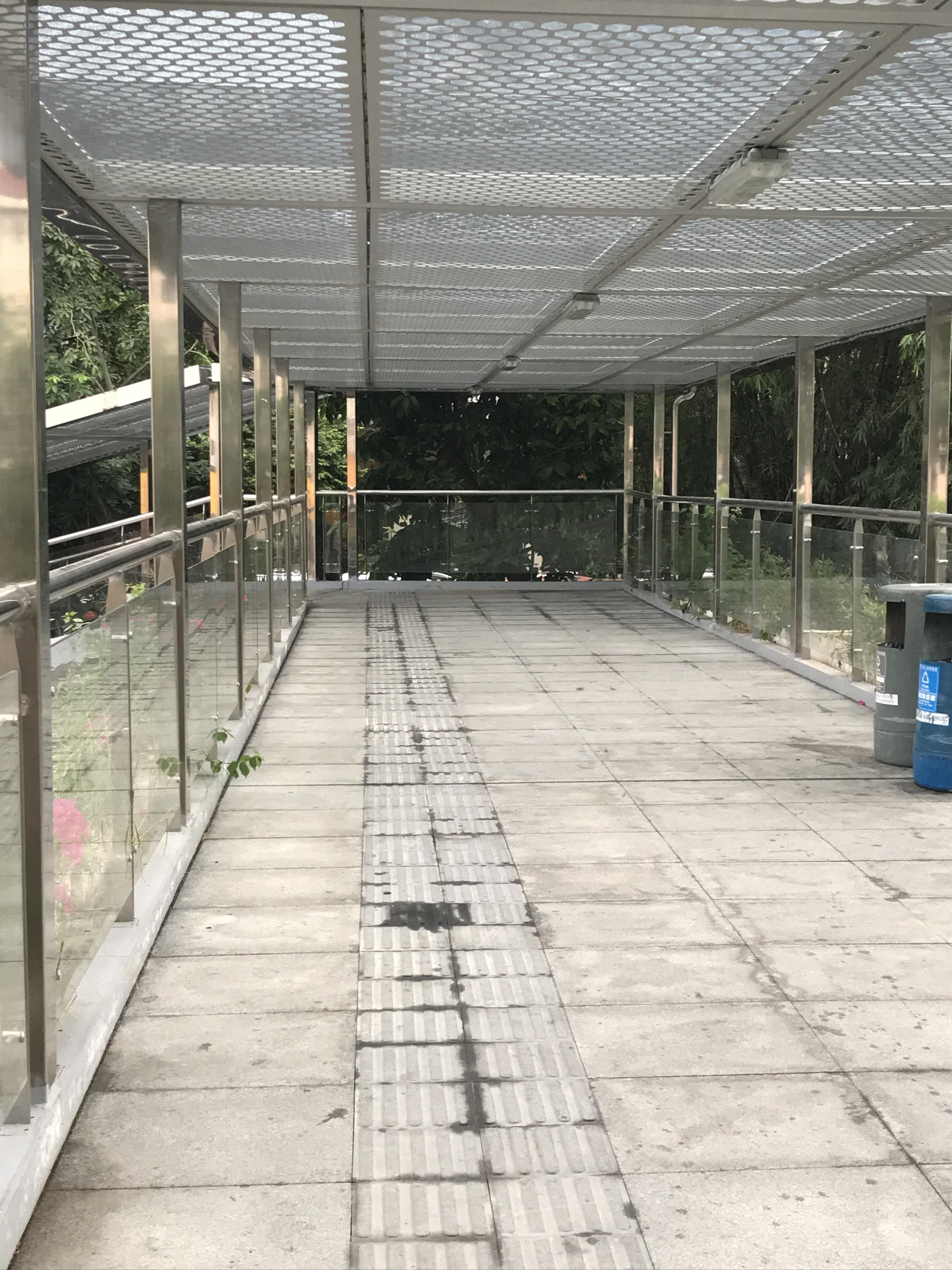 天桥使用率低,浪费资源
