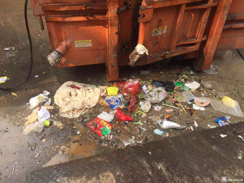 垃圾站露天堆放