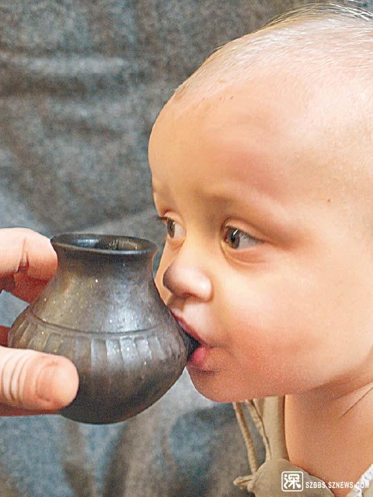 古人也會用奶樽餵哺嬰兒。