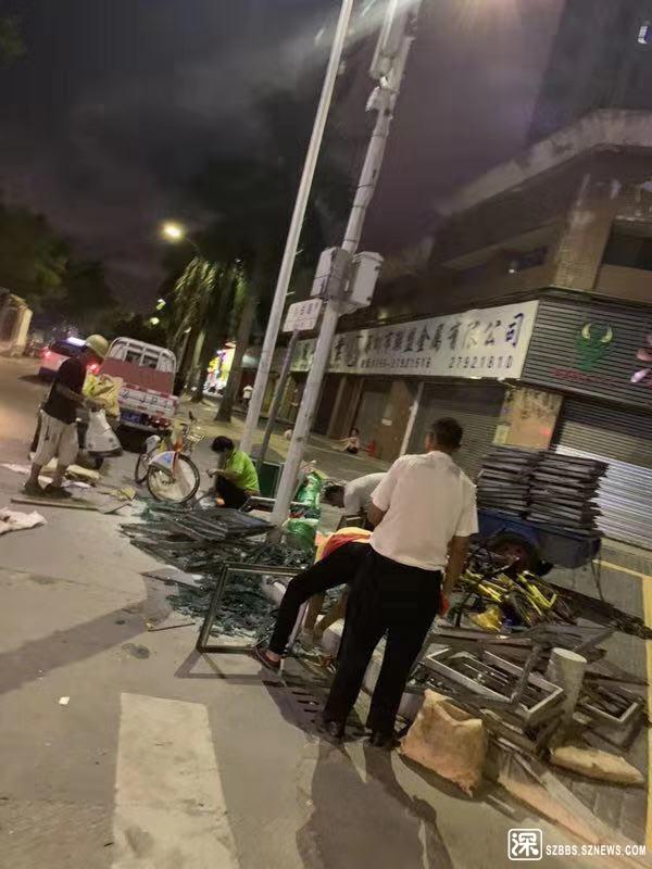 自由路口拆废品