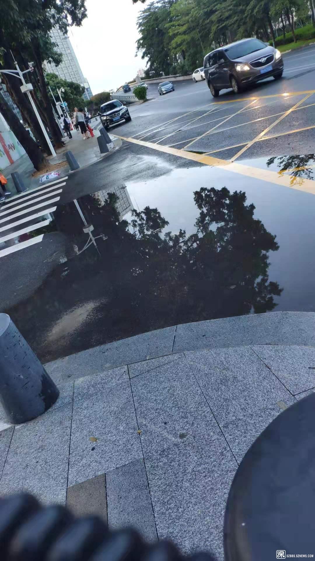 人行道积水
