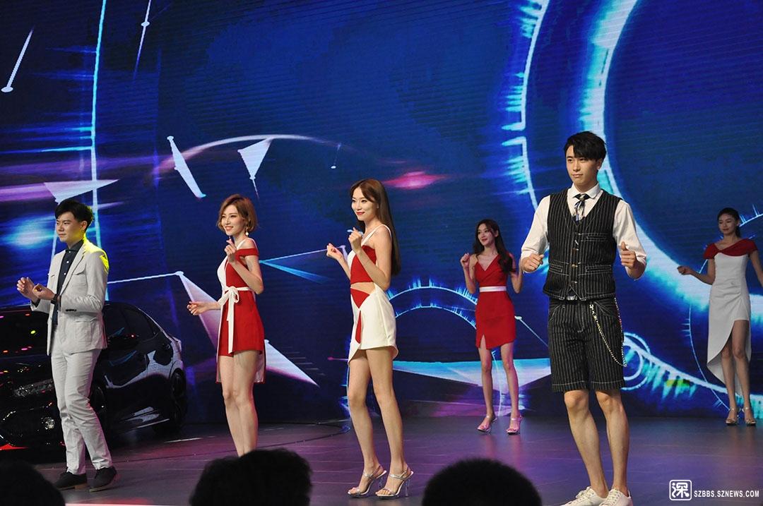 DSC_5923车展里的舞蹈表演.JPG