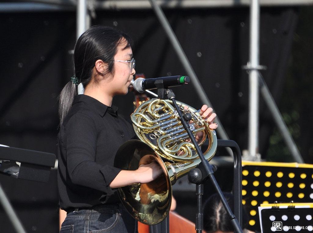 DSC_2931圆号,唇振动气鸣乐器。又称法国号(英语:French Horn)。一种铜管乐器,铜.jpg