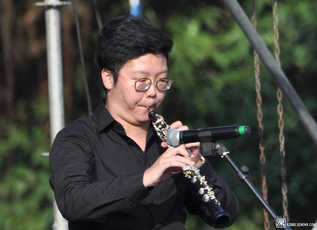 DSC_2971单簧管,又称为黑管或克拉管,在台湾又称为竖笛(英语称Clarinet,意大利语为C.jpg