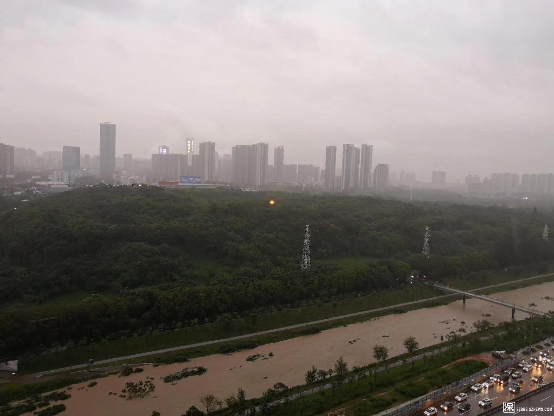 下雨时的大沙河