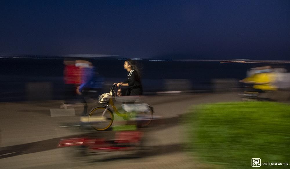 骑单车的女孩2.jpg