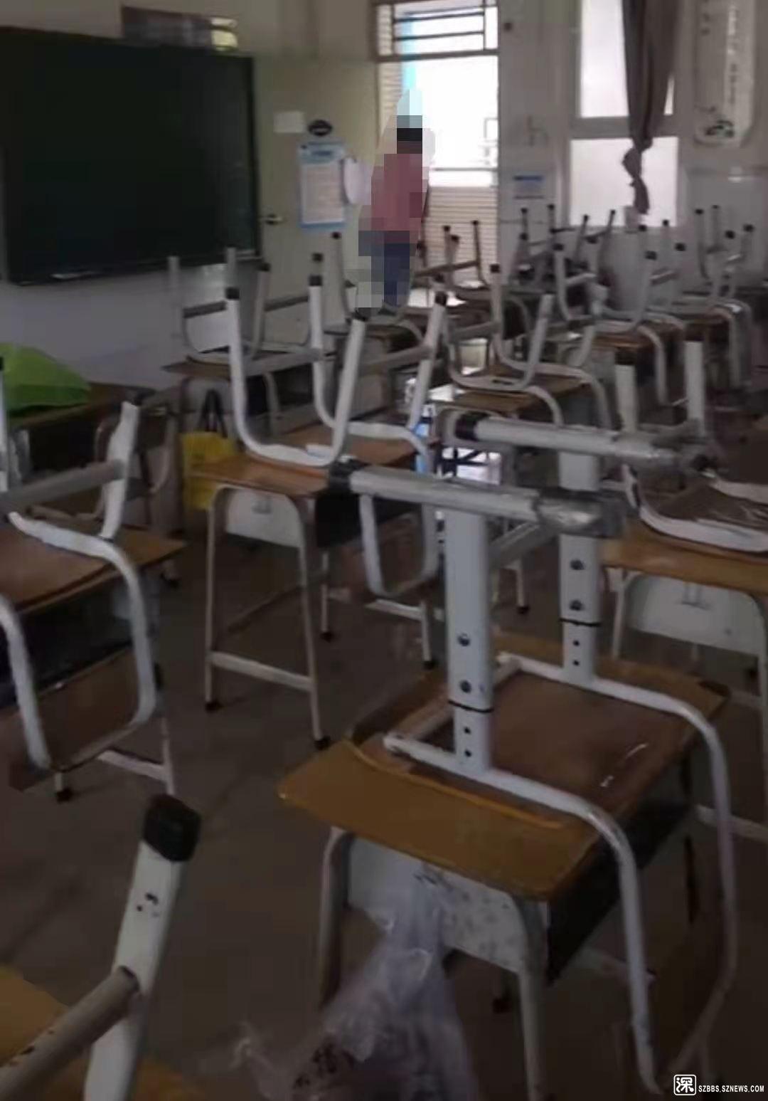 建安小学的课桌椅