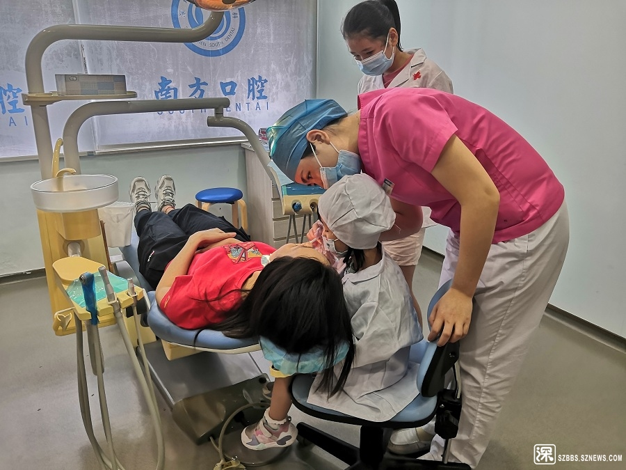 """家长和小朋友们共同完成""""牙齿诊断"""".jpg"""